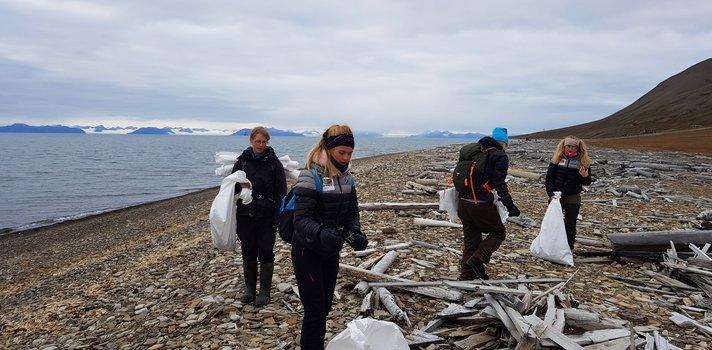 Søppelplukking på Svalbard - Klikk for stort bilde - Klikk for stort bilde