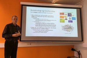 Professor Tom Johnstad - Klikk for stort bilde - Klikk for stort bilde